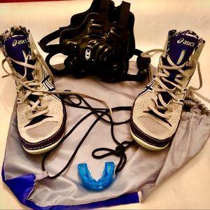 Cael V7.0 ASICS wrestling shoes and bag